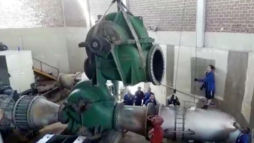 Bomba foi trocada na ETA de Gramame para normalização no abastecimento de água em João Pessoa, Cabedelo e Conde (Foto: Reprodução/TV Cabo Branco)