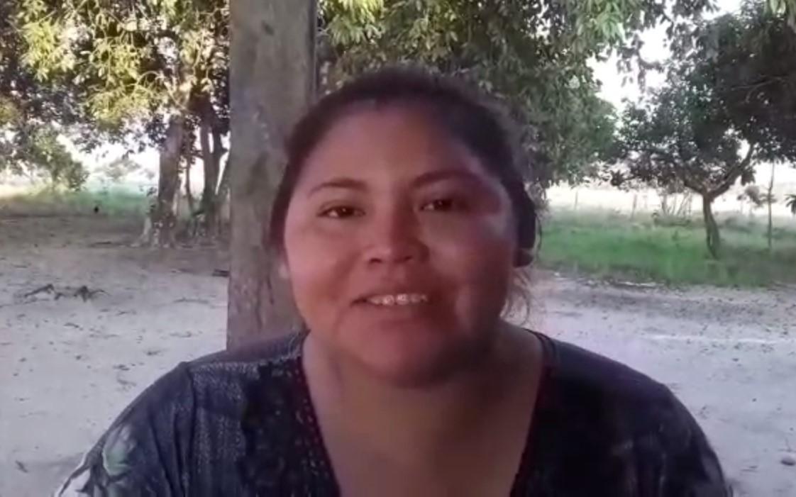 Conhecimento na palma da mão: indígena conclui cursos profissionalizantes pelo celular