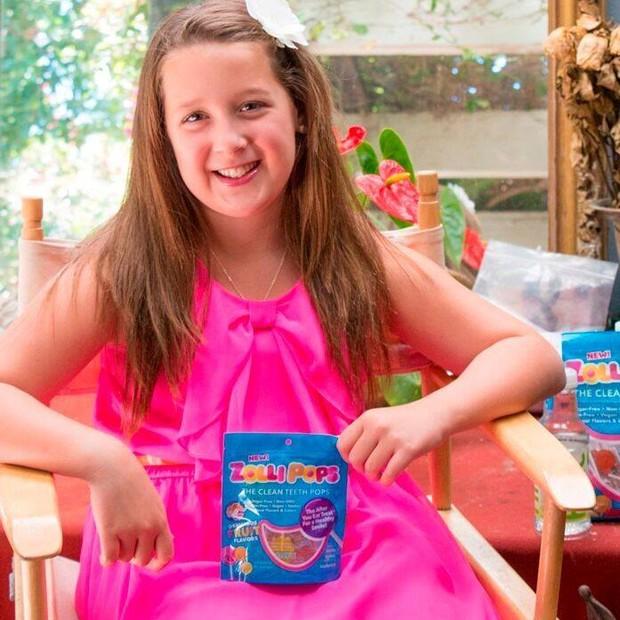 """Alina Morse teve a ideia de desenvolver a empresa aos sete anos, quando perguntou ao seu pai: """"Por que não podemos fazer doces que sejam bons para os dentes?""""  (Foto: Reprodução/Facebook/ZolliCandy)"""