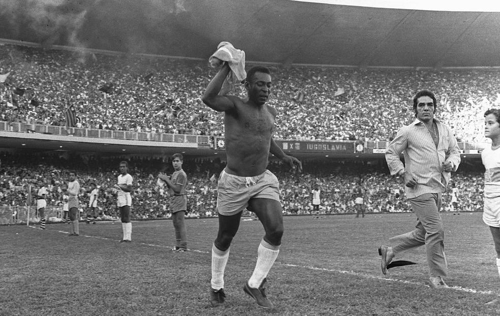 Pelé na sua despedida, no Maracanã — Foto: Arquivo / O Globo