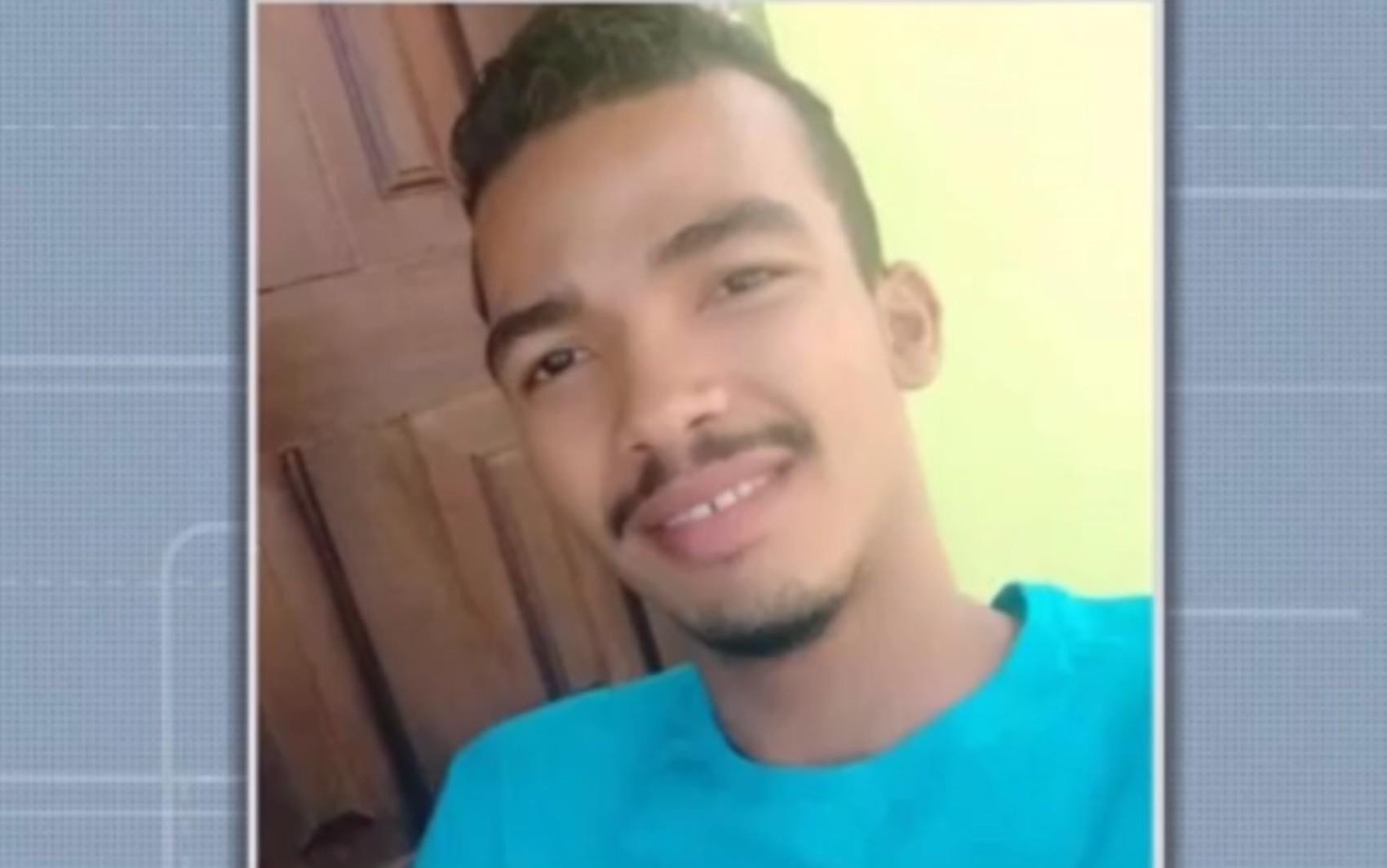 Acidente entre carro e moto deixa jovem morto no sul da BA; família pede por justiça após autor da batida ser liberado da delegacia