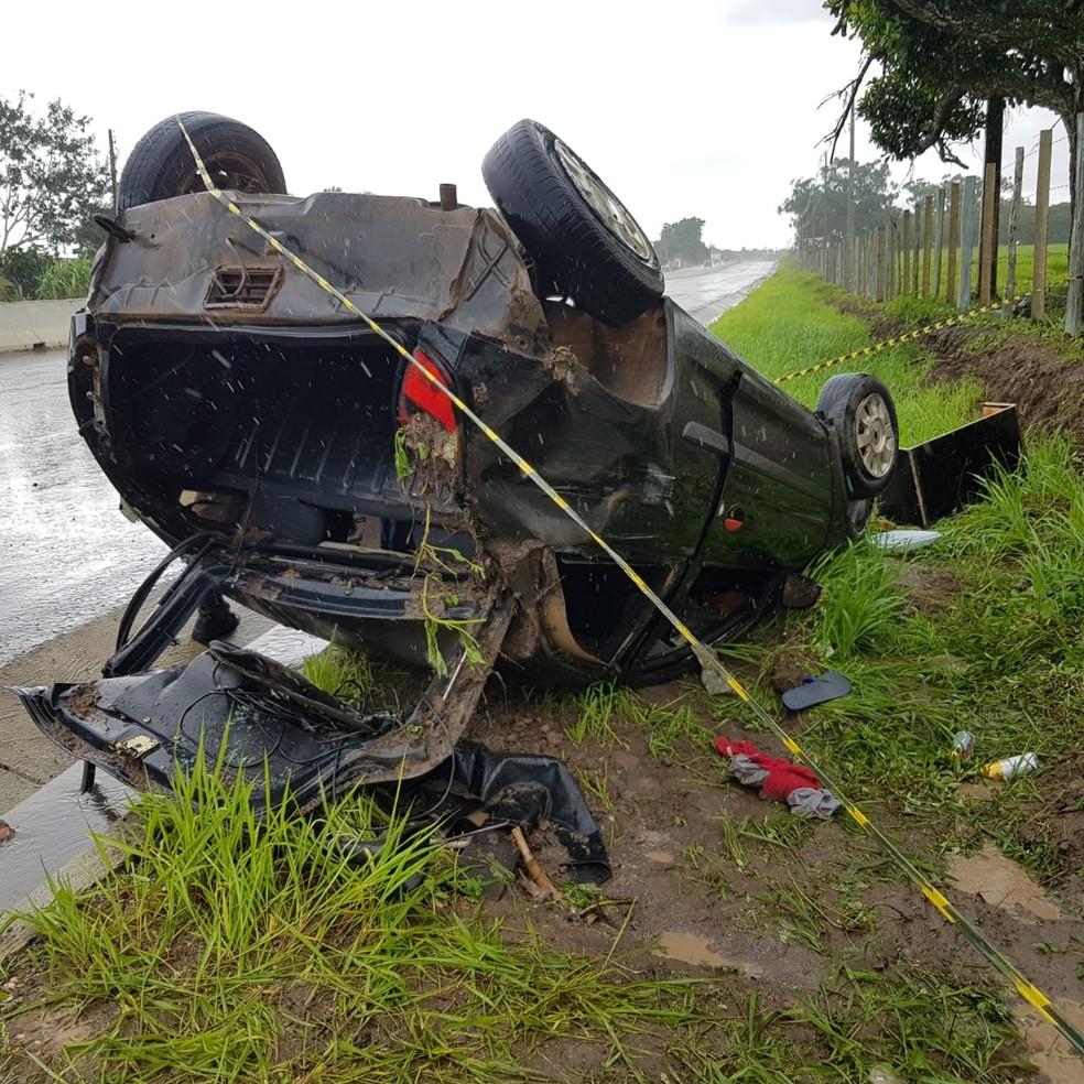 Capotamento na rodovia AL-220, próximo ao Povoado Bom Jardim, em Arapiraca — Foto: BPRv