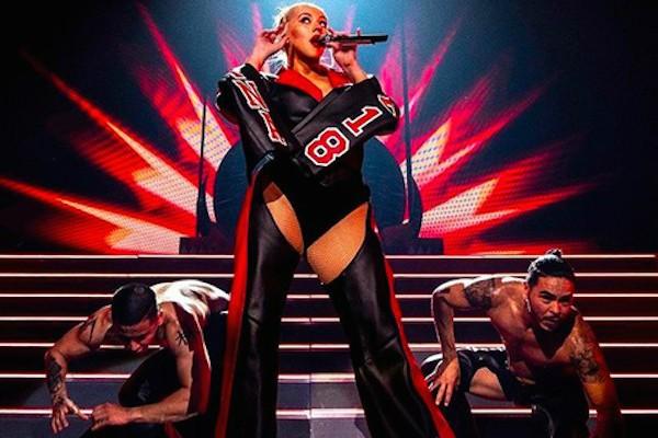 A cantora Christina Aguilera em show de sua turnê (Foto: Reprodução Instagram)