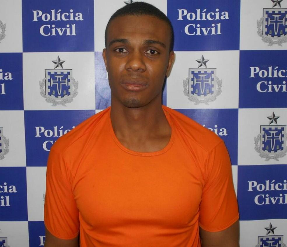 Homem foi preso em flagrante por agredir e matar a própria avó (Foto: Divulgação/Polícia Civil)