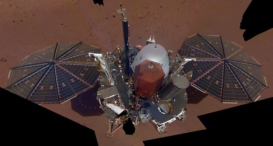 InSight utilizou braço robótico para produzir a imagem (Foto: Divulgação/ NASA)