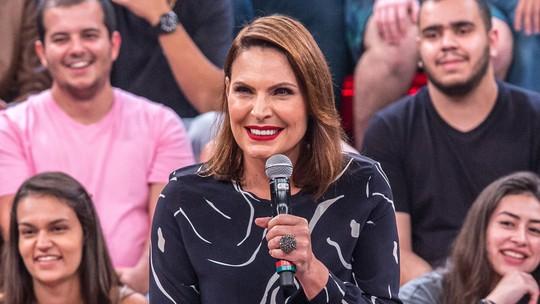 Laura Muller dá carona para famosos em novo quadro do 'Altas Horas'; veja quem estreia