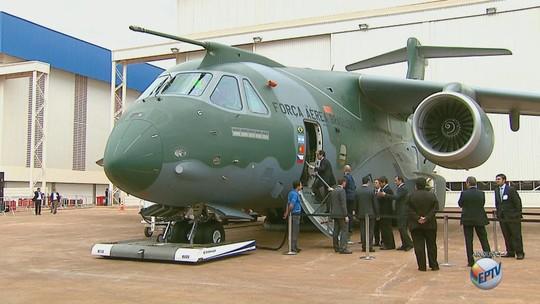 Maior avião militar, KC-390 conclui tour demonstrativo por 19 países após partir de Gavião Peixoto, SP