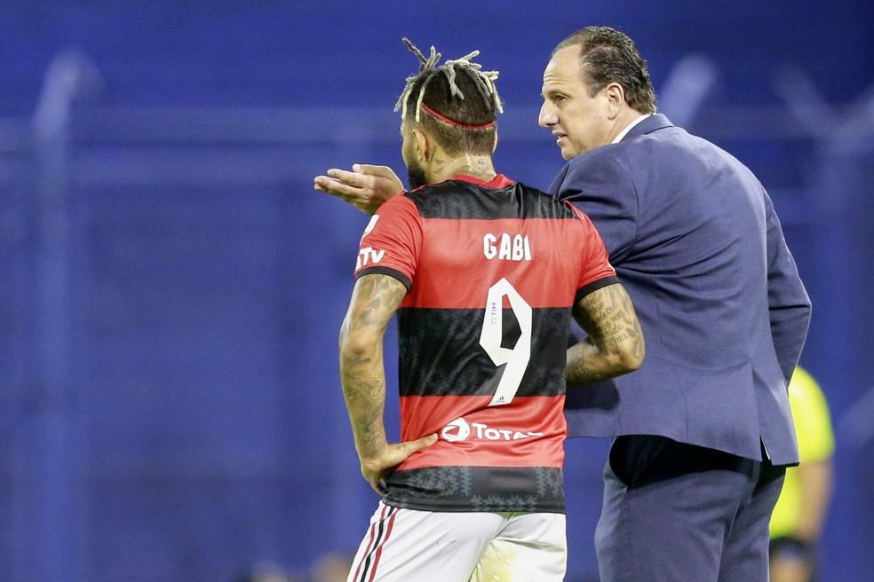 Rogério Ceni e Gabigol na vitória sobre o Vélez — Foto: Staff Images / Conmebol