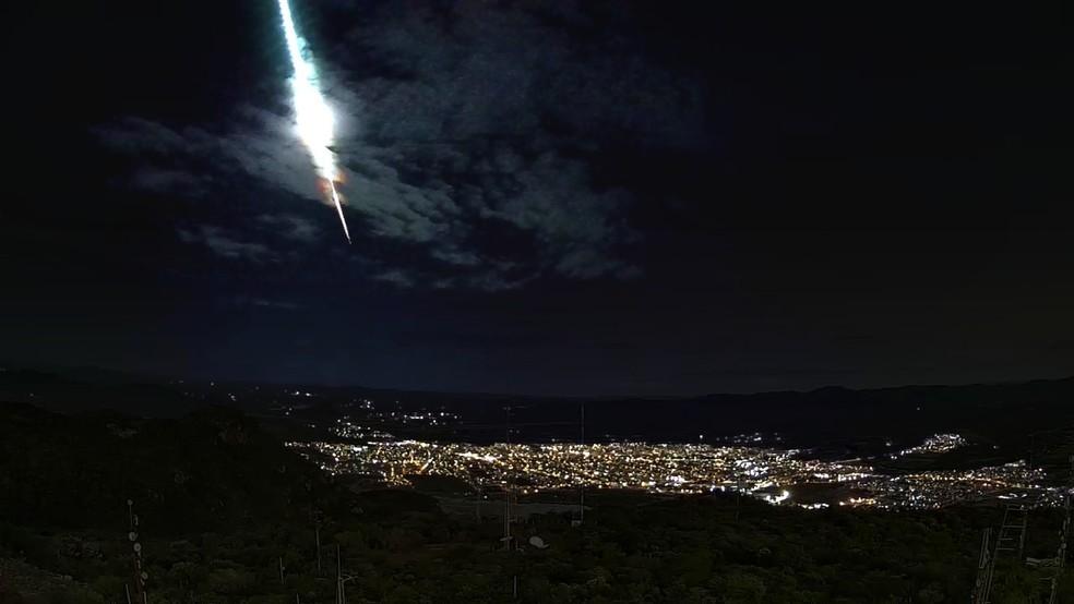 Grande bólido foi visto em vários municípios do Sertão pernambucano — Foto: Atel Telecom/Clima Ao Vivo
