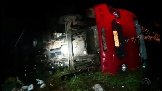 Acidente entre ônibus e caminhão deixa uma pessoa morta e mais de 20 feridas no Noroeste do RS