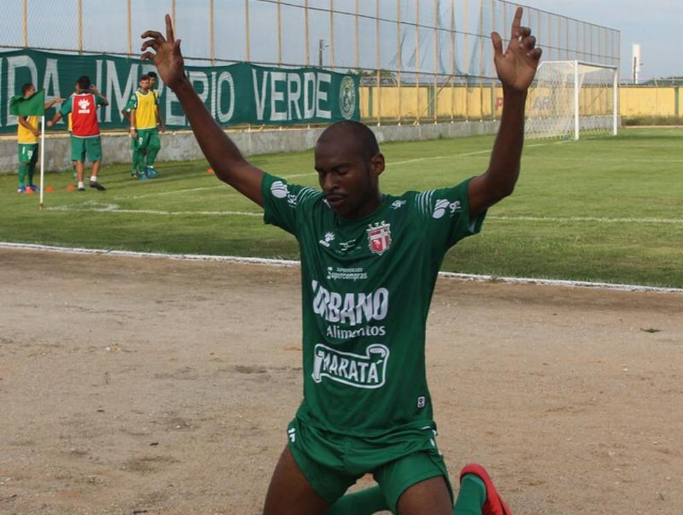 Moacir comemora gol sobre o Boca Júnior e Lagarto vence em Estância (Foto: Divulgação/Lagarto FC)