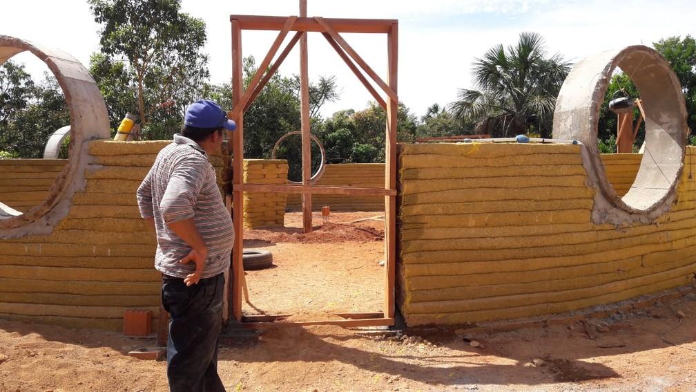 Modelo de construção é direcionado para o reaproveitamento de materiais recicláveis e a eficiência energética — Foto: Gino Lima/Arquivo pessoal