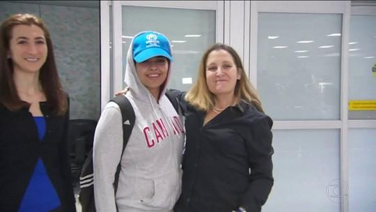 Jovem saudita que fugiu da família chega ao Canadá após receber asilo