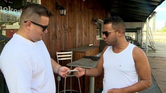 Homem devolve carteira encontrada em praia de Vila Velha