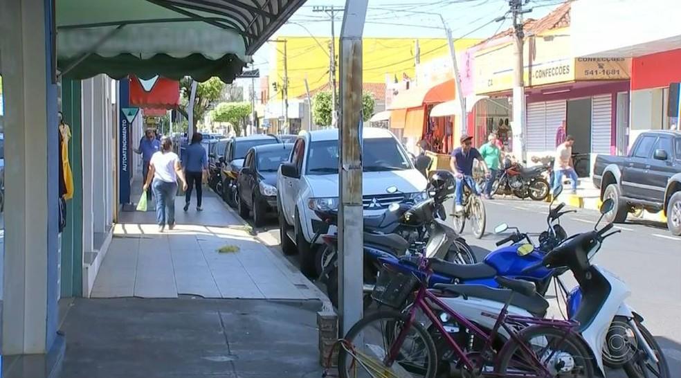 Comércio em Promissão sente efeitos da crise na usina e algumas lojas deixam a região central da cidade (Foto: TV TEM/Reprodução)