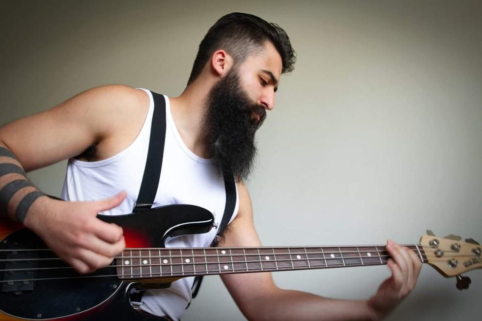Yuri era músico e se prepara para um show na noite em que foi morto em Poços de Caldas (MG) — Foto: Lukas Malaquias