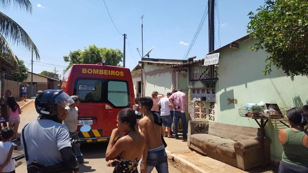 Vizinhos que acionaram a PM e o Corpo de Bombeiros disseram ter ouvido barulhos na quitinete na noite de segunda-feira (4) (Foto: Lucas Torres/Portal Sorriso)
