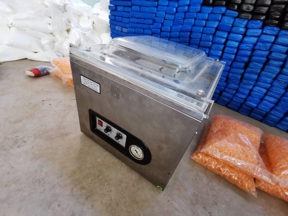 Vários materiais foram encontrados em local de distribuição de drogas em Cerquilho — Foto: Polícia Civil/Divulgação