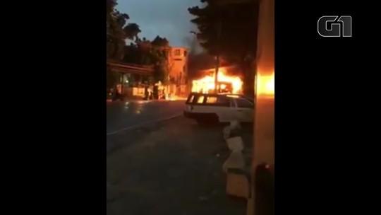 Traficante morre em troca de tiros com a PM; ônibus é incendiado em retaliação