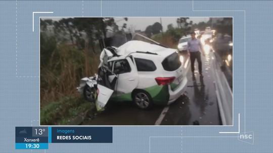 Acidente entre carro e carreta deixa mortos no Norte de SC