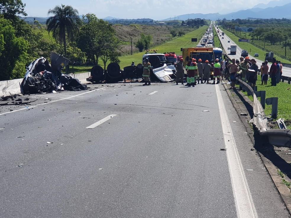 Acidente grave deixa mortos na Via Dutra, em Porto Real — Foto: PRF/Divulgação