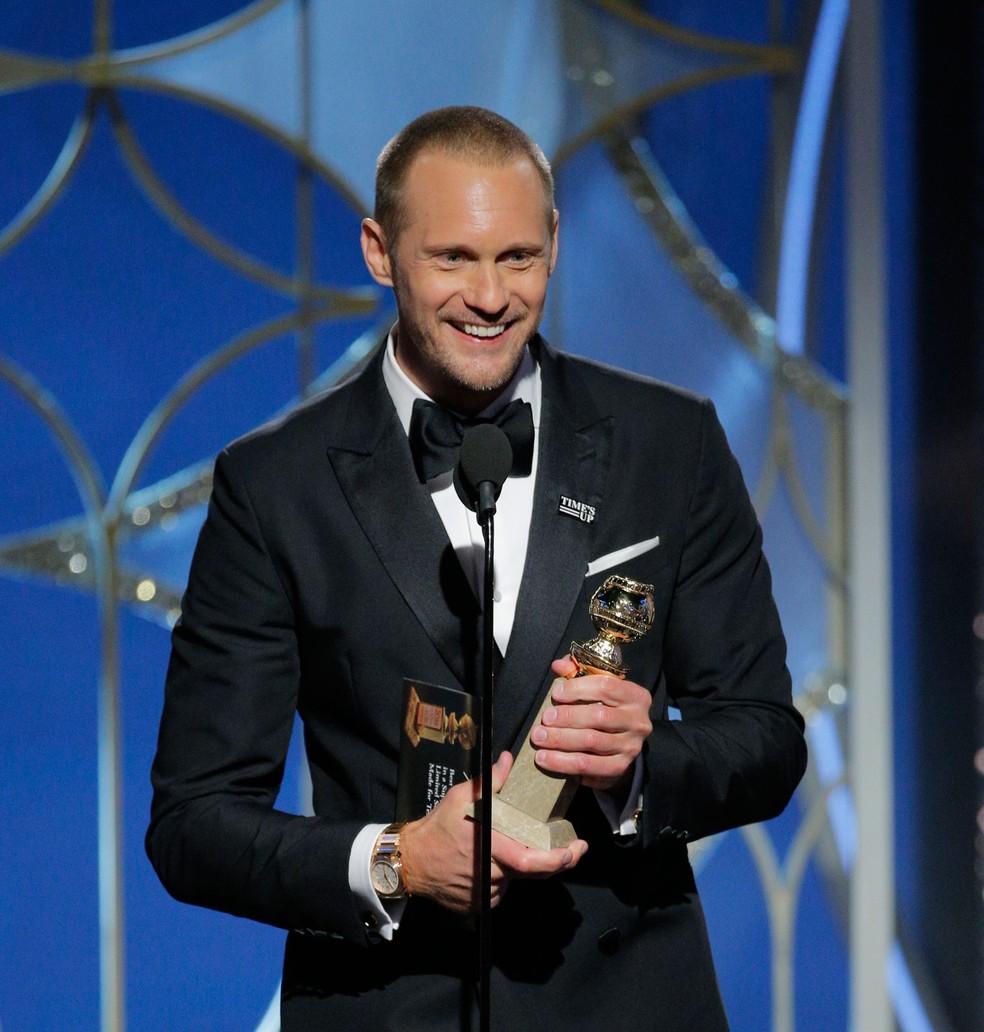 Alexander Skarsgård levou o Globo de Ouro 2018 na categoria melhor ator coadjuvante para série, série limitada ou filme para a TV pelo trabalho em 'Big little lies' (Foto: Paul Drinkwater/NBC/AP)