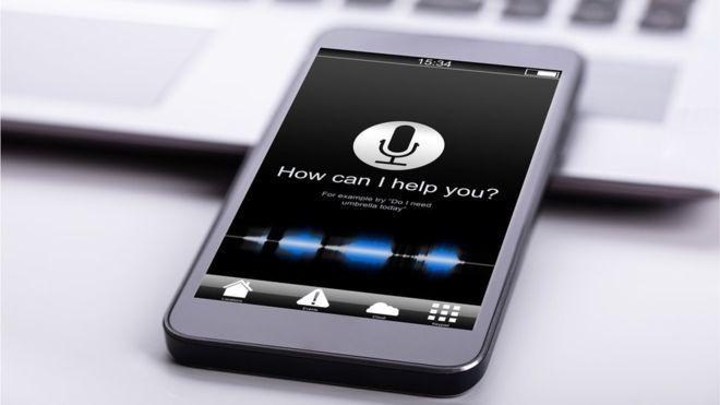 Muitos acreditam que suas conversas estão sendo ouvidas para receberem anúncios direcionados (Foto: Getty Images via BBC News)