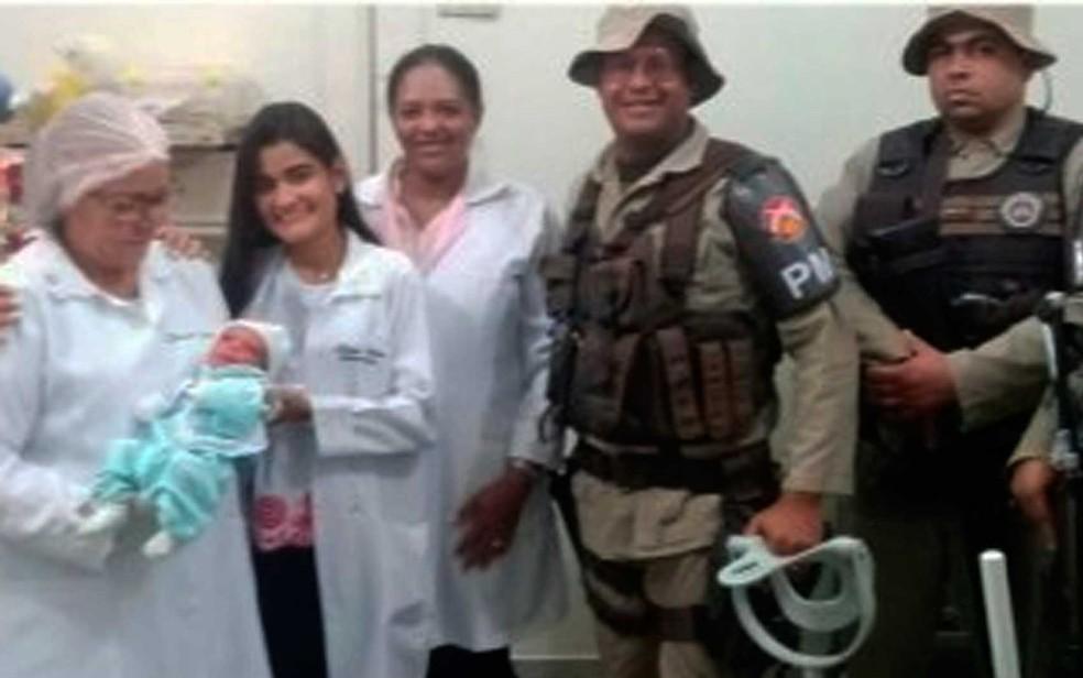 PMs levaram criança para atendimento médico no norte da Bahia (Foto: Divulgação/Polícia Civil)