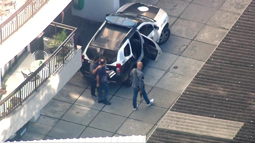 Prefeito Rodrigo Neves foi preso na manhã desta segunda-feira (10) em casa — Foto: Reprodução/TV Globo