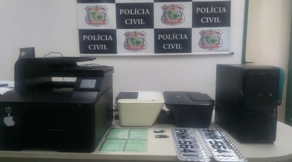 Polícia apreendeu impressoras que eram utilizadas para falsificar os documentos dos veículos.  (Foto: SSPDS/Divulgação)