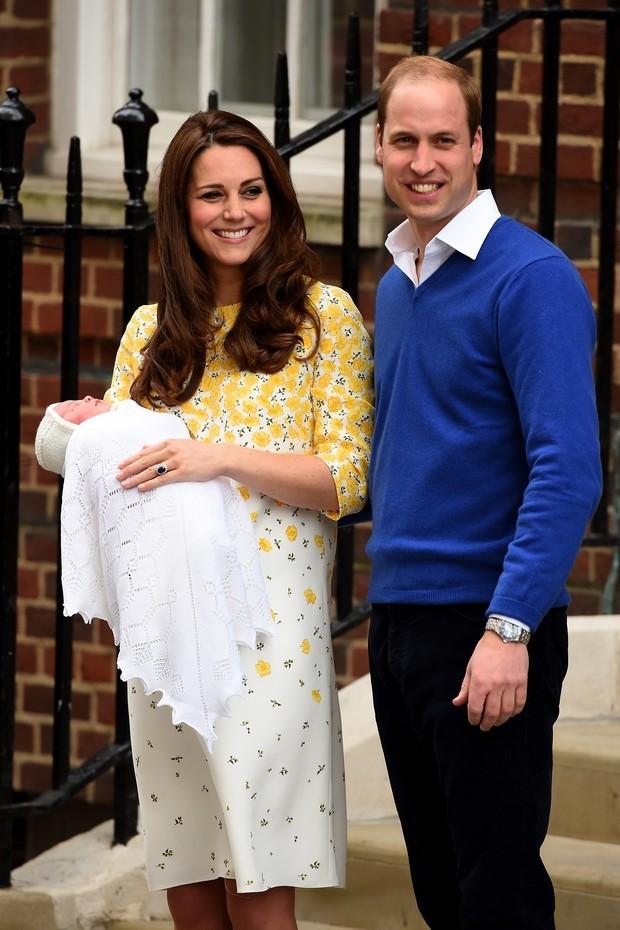 Kate Middleton saindo da maternidade após o nascimento de Charlotte (Foto: Getty Images)