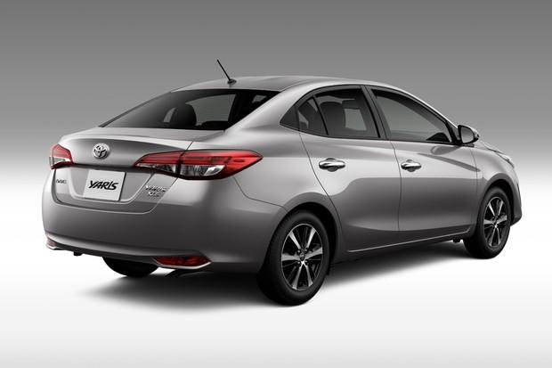 Toyota Yaris está disponível nas versões sedã e hatchabck (Foto: Divulgação)