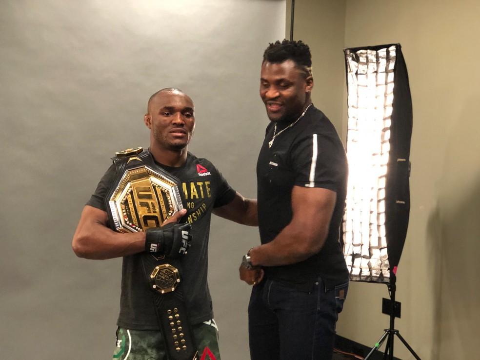 Kamaru Usman e Francis Ngannou têm ajudado nos treinos um do outro no UFC — Foto: Evelyn Rodrigues