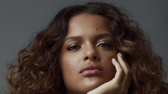 Thainá Duarte comenta mistério de Anita em 'Se Eu Fechar Os Olhos Agora': 'Divertido acompanhar as teorias do público'