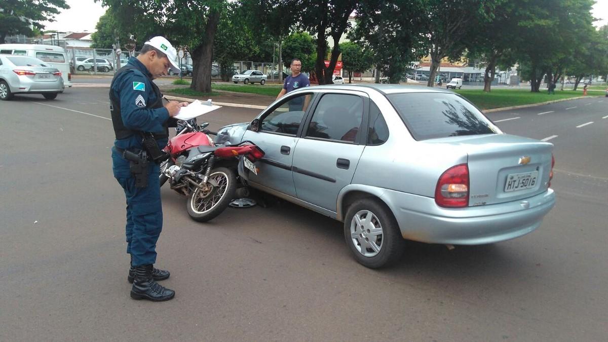 Jovem fica ferido após se envolver em acidente em Campo Grande