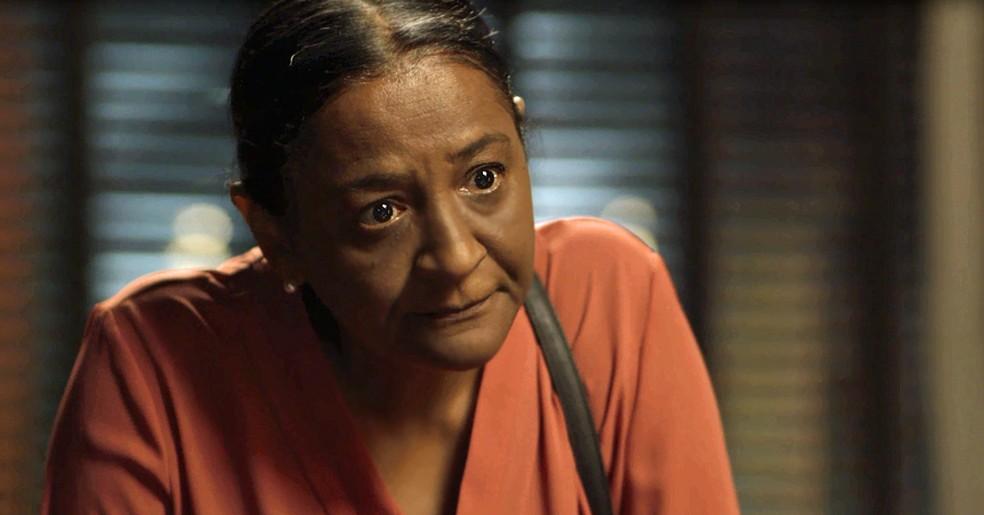 A fiel escudeira da família Athayde conta que é mãe de Edgar (Foto: TV Globo)