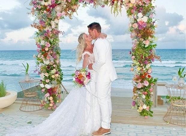 O casamento de Karina Bacchi e Amaury Nunes aconteceu neste final de semana, no Alagoas (Foto: Instagram/ Reprodução)