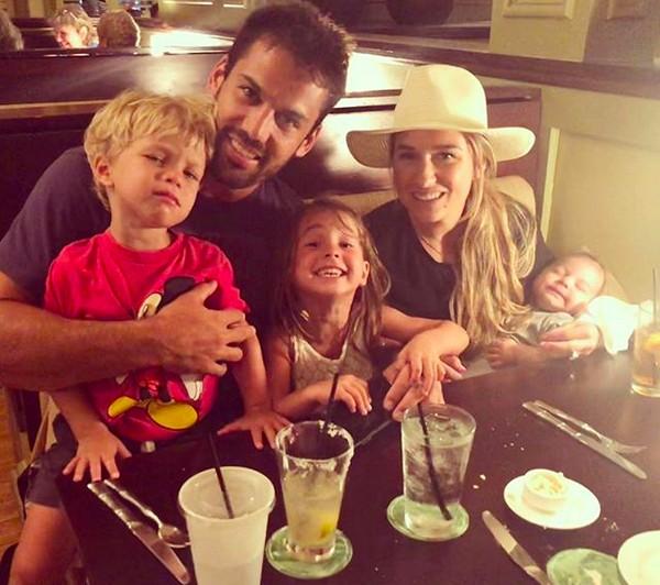 A cantora Jessie James Decker com o marido e os filhos (Foto: Instagram)