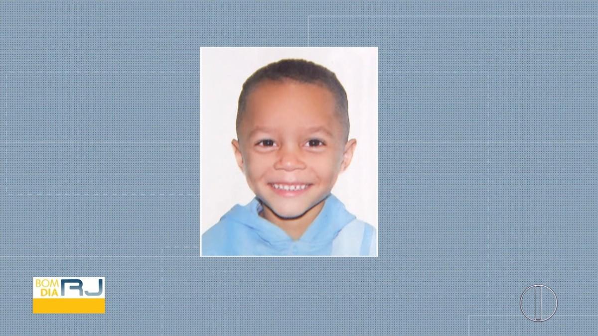 Menino de 5 anos levado por homem para o Canal do Itajuru é enterrado em Cabo Frio, no RJ