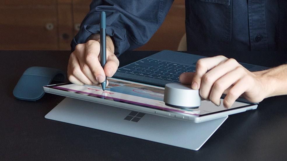 Futura Surface Pen (foto) traz funções de mouse  (Foto: Divulgação/Microsoft)
