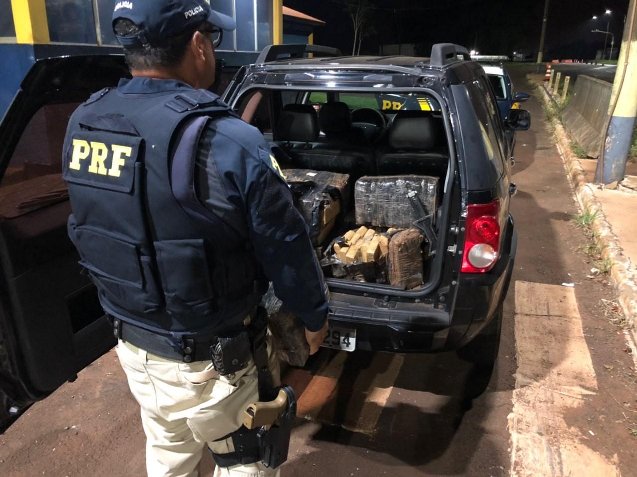 Homem é preso com mais de 200 kg de maconha na BR-277, diz PRF