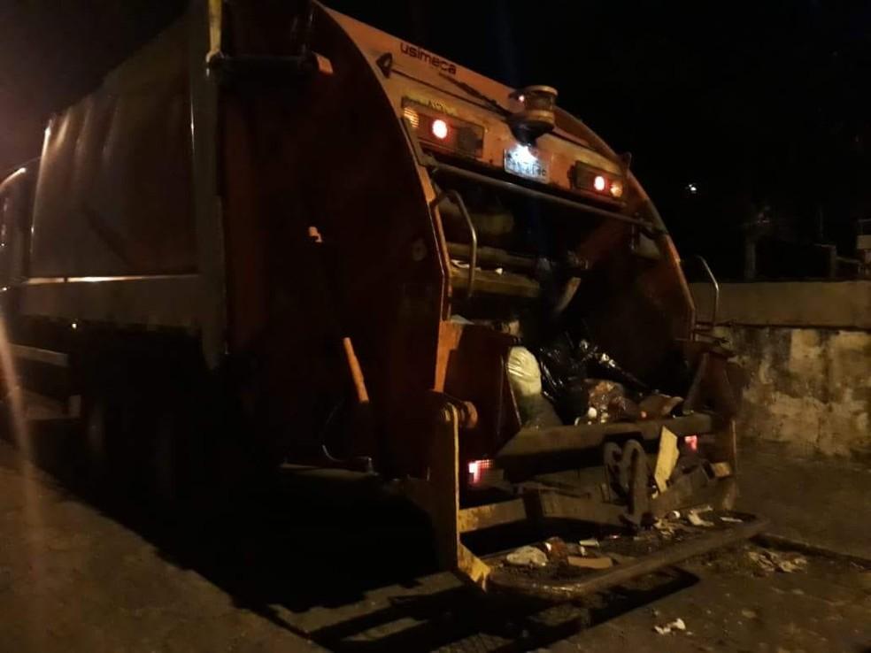 Recém-nascido é encontrado morto durante coleta de lixo em Praia Grande, SP. (Foto: Reprodução/Praia Grande Mil Grau)