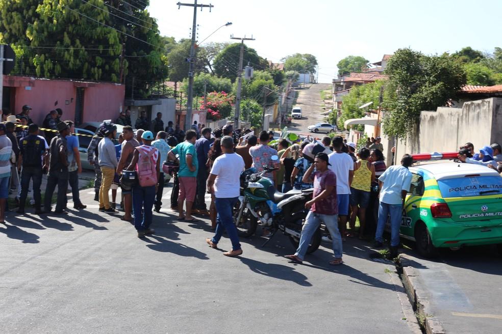Policiais perseguiram os suspeitos, que tentaram atropelar os PMs.  (Foto: Lucas Barbosa/G1)