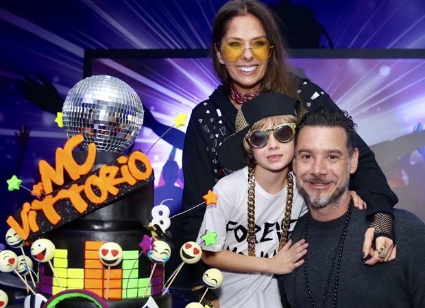 Adriane Galisteu e Alexandre Iódice com Vittorio (Foto: Manuela Scarpa/Brazil News)