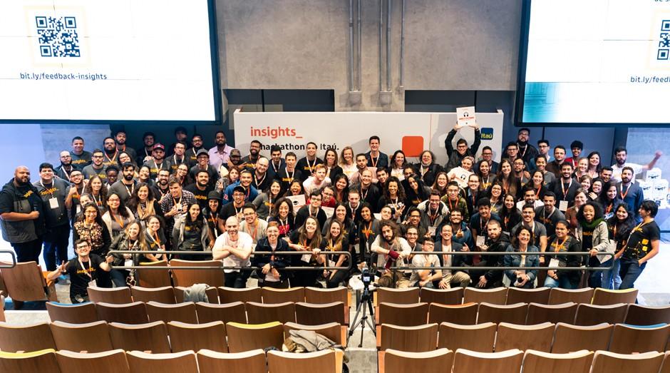Membros das empresas participantes do Insights com a organização do evento (Foto: Divulgação)