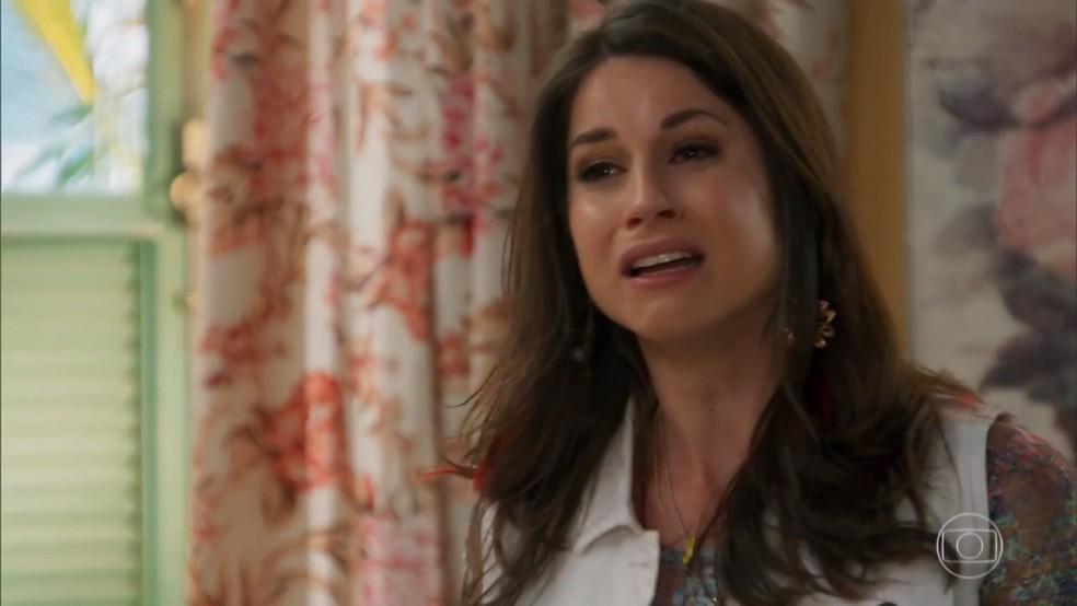 Carmela (Chandelly Braz) se emociona falando do passado com Francesca (Marisa Orth) - Haja Coração — Foto: Globo