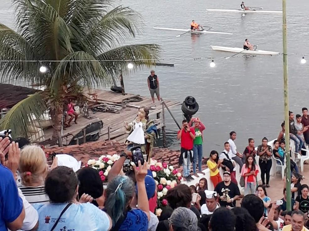 Imagem de Nossa Senhora da Apresentação chegou à Pedra do Rosário após procissão fluvial — Foto: Marksuel Figueredo/Inter TV Cabugi