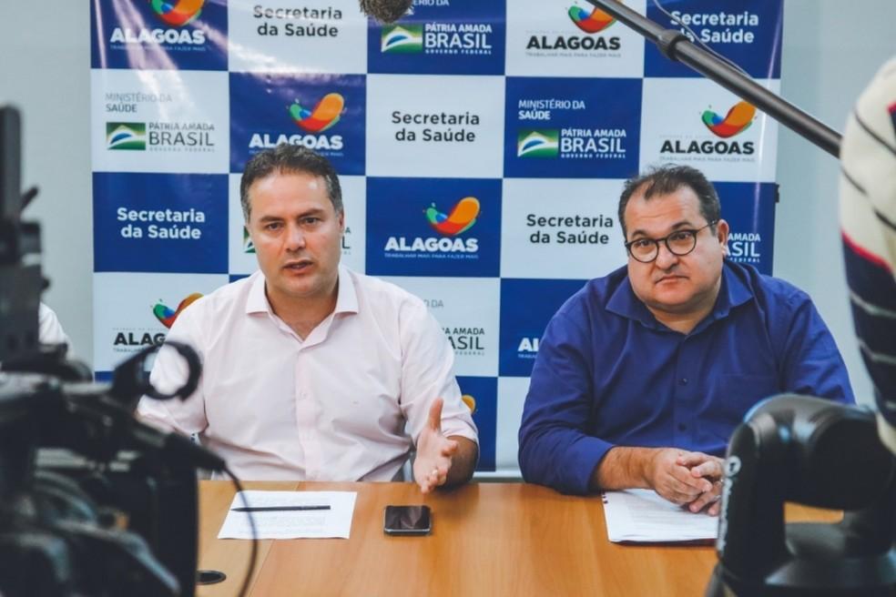 Governador Renan Filho (MDB) ao lado do secretário da Fazenda, George Santoro (à dir.), que testou positivo para o novo coronavírus — Foto: Sefaz-AL