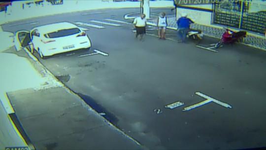 Vídeo mostra criminoso furtando e arrastando moto pelas ruas da Glória, em Vila Velha