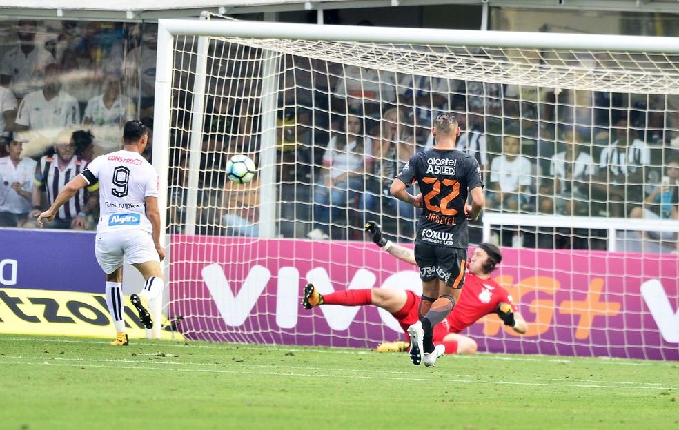 Cássio fez milagre no primeiro tempo, ao parar Ricardo Oliveira duas vezes (Foto: Marcos Ribolli)